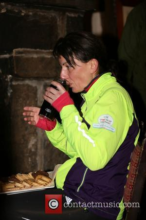 Davina McCall - Davina enjoys some refreshments by the fire at the Stags Head in Edale after completing day 4...