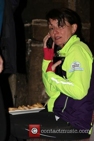 Davina McCall - Davina talks to friends and family on the telephone at the Stags Head in Edale after completing...