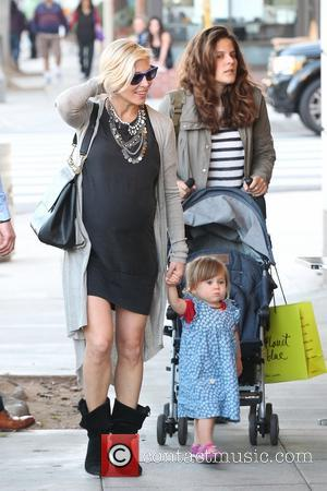 Elsa Pataky and India Hemsworth - Pregnant Elsa Pataky and her adorable daughter India Hemsworth go shopping with friends for...