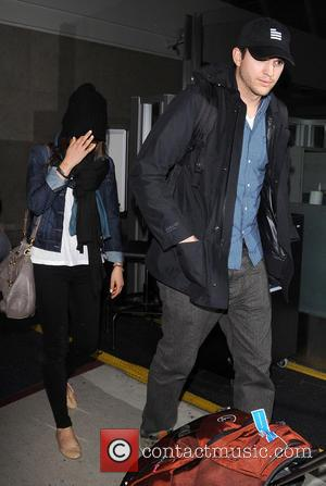 Ashton Kutcher and Mila Kunis - Ashton Kutcher and Mila Kunis arrive at Los Angeles International (LAX) airport - Los...