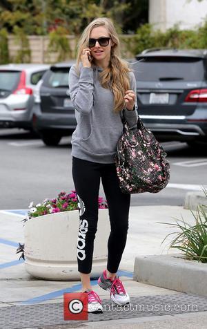 Amanda Seyfried - Amanda Seyfried goes grocery shopping at Trader Joe's - West Hollywood, California, United States - Wednesday 26th...