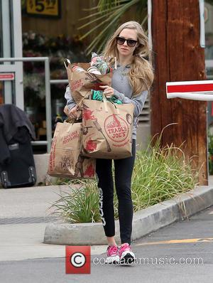 Amanda Seyfried - Amanda Seyfried has her hands full with grocery bags after shopping at Trader Joe's - West Hollywood,...