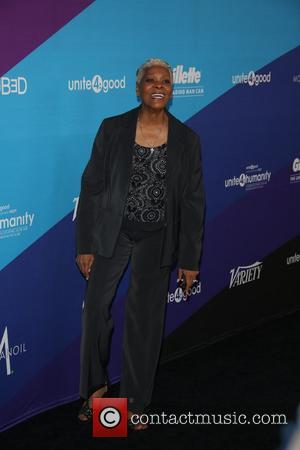 Dionne Warwick Reprimands Fan For Filming Performance