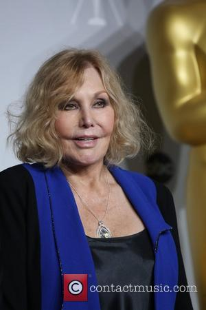 Potts, Kettles And Twitter Meltdowns: Kim Novak's Oscar Appearance Triggers Chain Reaction