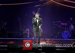 Michael Buble - Michael Buble performing live on stage at the Manchester Phones4You Arena - Manchester, United Kingdom - Tuesday...