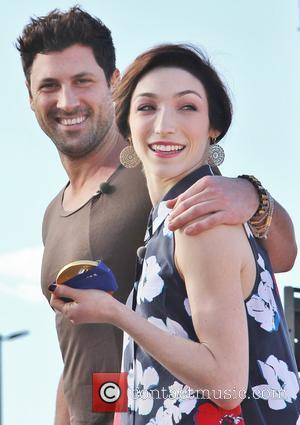 Maksim Chmerkovskiy and Meryl Davis - Celebrities appear on 'Extra' at Universal Studios - Los Angeles, California, United States -...