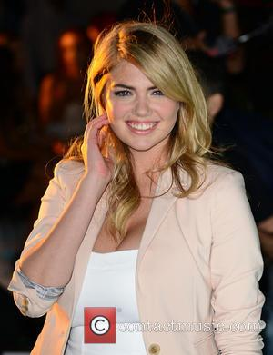 Kate Upton - Kate Upton attends the EXPRESS South Beach...