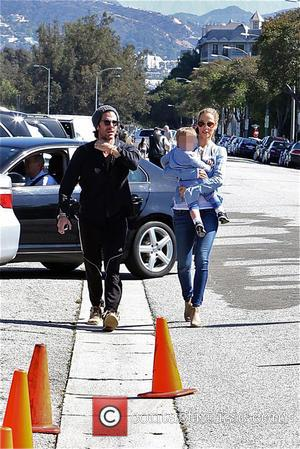 Elizabeth Berkley, Greg Lauren and Sky Lauren - Elizabeth Berkley and Greg Lauren take their son Sky to the Farmers...