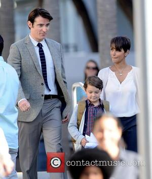 Halle Berry, Goran Visnjic and Pierce Gagnon - Halle Berry is all smiles on set while filming her new tv...