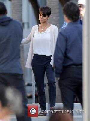 Halle Berry - Halle Berry is all smiles on set while filming her new tv series
