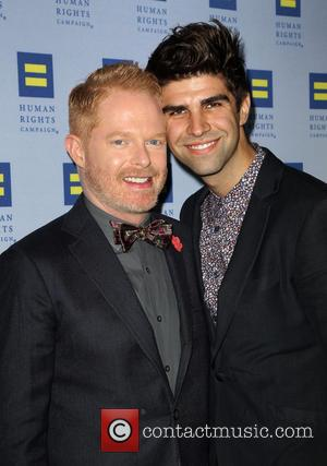 Jesse Tyler Ferguson and Justin Mikita - Human Rights Campaign Los Angeles Gala Dinner - Arrivals - Los Angeles, California,...
