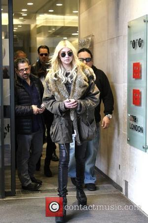 Taylor Momsen - Taylor Momsen seen leaving Radio 1 signing and posing with fans. - London, United Kingdom - Sunday...