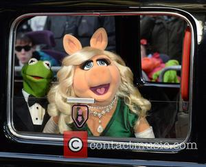 'Muppets' Executive Producer Explains Decision To Split Miss Piggy And Kermit Up