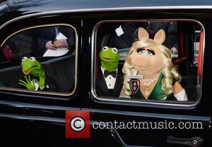 'Muppets' Executive Producer Explains Decision To Split Miss Piggy And Kermit Up