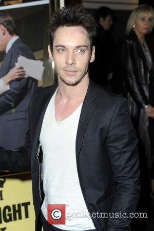 "Jonathan Rhys Meyers Apologies To Fans After Being Pictured During ""Minor Relapse"""
