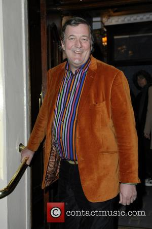Stephen Fry's Release From Hospital Delayed Again