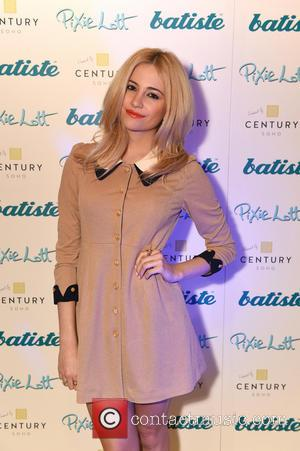 Pixie Lott - Pixie Lott launches Batiste dry shampoo new exclusive spray can. - London, United Kingdom - Wednesday 26th...