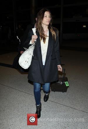 Jessica Biel - Justin Timberlake and Jessica Biel at Los Angeles International Airport (LAX) - Los Angeles, California, United States...
