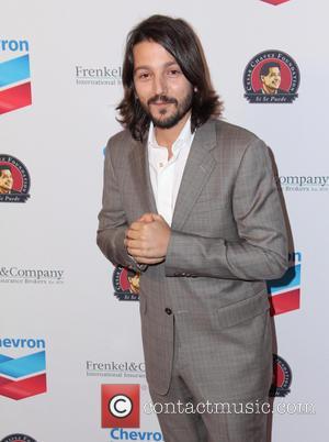Diego Luna - The Cesar Chavez Foundation's 2014 Legacy Awards Dinner - Los Angeles, California, United States - Thursday 27th...