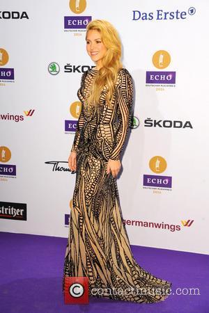 Shakira & Shelton To Team Up At Country Awards