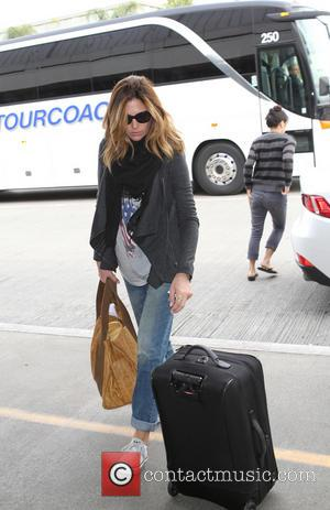 Daisy Fuentes - Daisy Fuentes arriving at Los Angeles International (LAX) Airport - Los Angeles, California, United States - Friday...