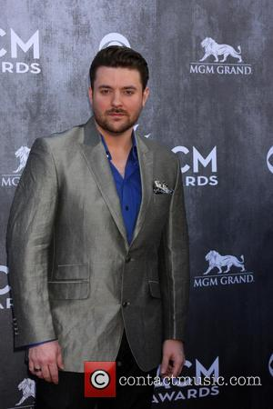 Singer Chris Young Determined To Resume Tour With Arm Sling