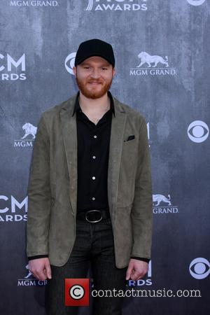 Country Star Eric Paslay Set To Wed Old Pal