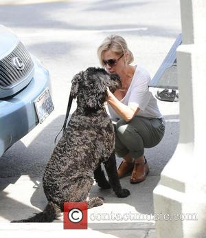 Jennie Garth - Jennie Garth out shopping for home furnishings with her dog - Los Angeles, California, United States -...