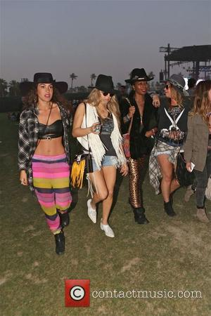 Fergie - Fergie enjoys day 2 at Coachella with friends - Los Angeles, California, United States - Saturday 12th April...