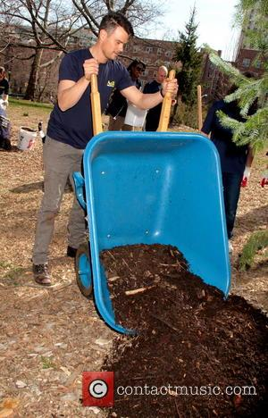 Josh Duhamel Cleans Up Park For Volunteer Drive