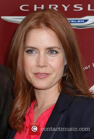 Amy Adams Flies Coach After Giving Up First Class Seat To U.s. Soldier