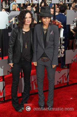 Linda Perry and Sara Gilbert - The 23rd Annual MTV Movie Awards at Nokia Theatre on April 13, 2014 in...