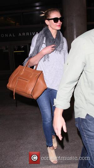 Cameron Diaz - Cameron Diaz at Los Angeles International Airport (LAX) - Los Angeles, California, United States - Friday 18th...