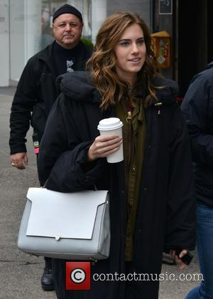 Allison Williams - Allison Williams on the set of 'Girls' shooting on location in Manhattan - Manhattan, New York, United...