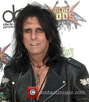 Alice Cooper Brings Out The Stars For His Annual Christmas Show