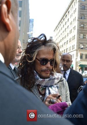 Steven Tyler - Steven Tyler leaving his hotel - Manhattan, New York, United States - Thursday 24th April 2014