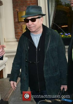 Paul Simon - Singer Paul Simon seen leaving The Shelbourne Hotel and refusing to sign autographs for autograph hunters... -...