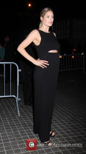 Pregnant Doutzen Kroes - Outside walking of the Stars of the Other Woman - New York, New York, United States...