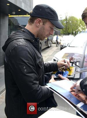 Chris Martin - Coldplay leave the Hyatt Regency Cologne Hotel and sign autographs for fans - Cologne, Germany - Saturday...
