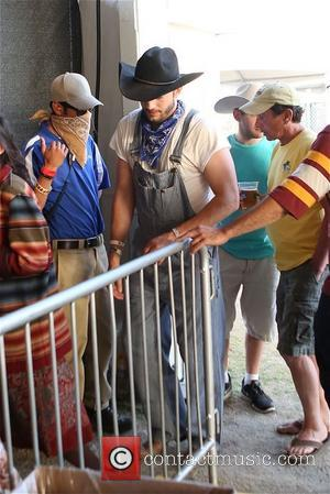 Ashton Kutcher - Ashton Kutcher and  Pregnant Mila Kunis at Stagecoach - Los Angeles, California, United States - Sunday...