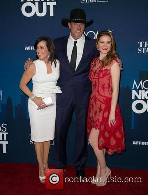 Patricia Heaton, Trace Adkins and Sarah Drew
