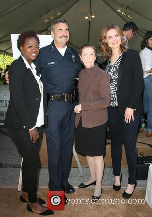 Viola Davis, LAPD police chief Charlie Beck, Gail Abarbanel and Emily Dechanel