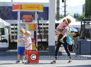 Julie Bowen, Oliver Phillips, Gustav Phillips and John Phillips - Julie Bowen and her three sons spotted eating pizza for...