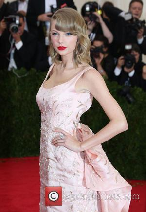 Taylor Swift And Selena Gomez End Fall Out Speculation At Met Gala