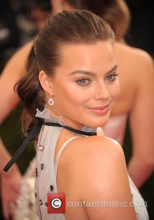 Margot Robbie - 'Charles James: Beyond Fashion' Costume Institute Gala at the Metropolitan Museum of Art - Arrivals - Mantattan,...