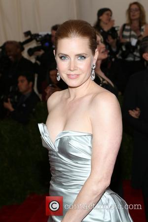 Amy Adams Explains Why She Gave Up Her First Class Plane Seat To Us Soldier