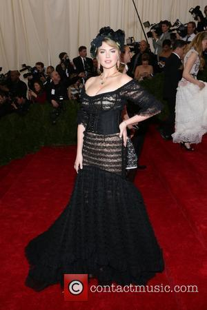 Kate Upton - 'Charles James: Beyond Fashion' Costume Institute Gala at the Metropolitan Museum of Art - Outside Arrivals -...