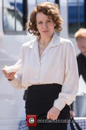 Amanda Abbington - Amanda Abbington spotted taking a break between scenes on the film set of 'Mr Selfridge'. - London,...