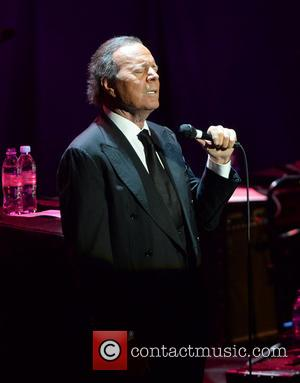 Julio Iglesias Postpones Tour