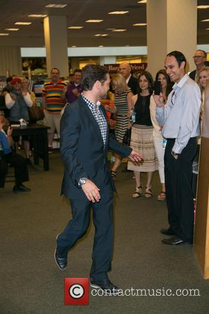 Jason Priestly - Actor Jason Priestley attends a signing for his book 'Jason Priestley - A Memoir' at Barnes &...